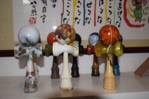 一番右が「第10回木工塗装技能コンクール」自由作品で優勝した目黒工場長の作品
