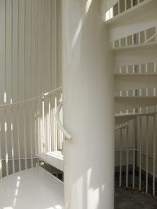 「レベルフロン」を施工した らせん階段